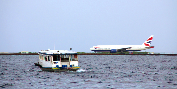 05_planeWaterBoat_750x380